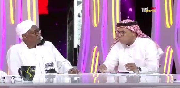 لاعب المريخ السوداني السابق يضع محلل قناة أبو ظبي في موقف حرج