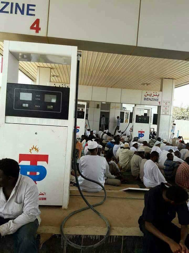 صلاة الجمعة في صفوف الوقود