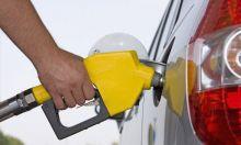 أصحاب السيارات يتدافعون على طلمبات الوقود