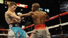 عالم غارق بالأزمات دفع مليار دولار لمباراة ملاكمة
