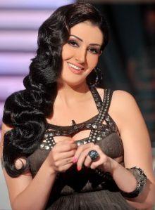 غادة عبدالرازق تتهم مخرج مسلسلها بهتك عرضها وتعرية جزء حساس من جسدها