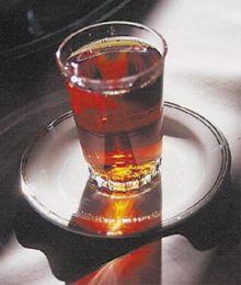 شاب يلتهم «كباية شاي» ويفارق الحياة