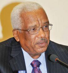 الدكتور (محمد خير الزبير) محافظ بنك السودان السابق:نحن ناس خدمة مدنية وما بنحب الأضواء بطبيعتنا