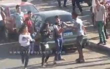 بالفيديو: شاب مصري يطارد فتاة على كورنيش النيل خلال احتفالات عيد شم النسيم