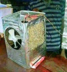 بالصورة : سوداني يخترع  مكيف صحرواي  من صفيحة طحنيّة فارغة !