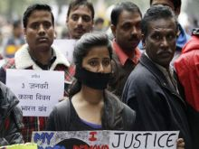 اغتصاب جماعي لفتاتين في الهند وتعليقهما من شجرة