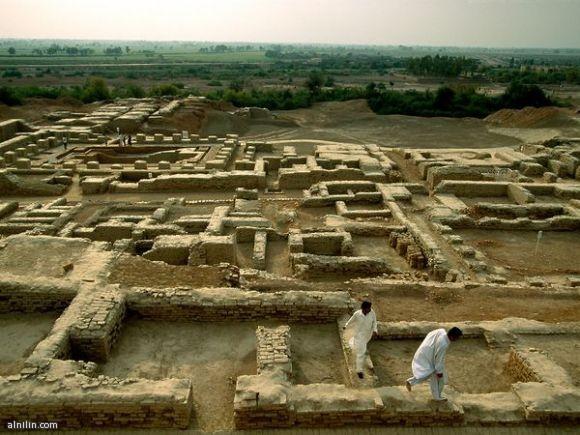 مدينة موهينجو دارو احدى مدن حضارة وادي السند - باكستان