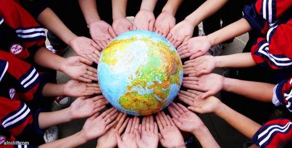 تلاميذ مدرسة يشاركون في احياء يوم الارض العالمي - الصين