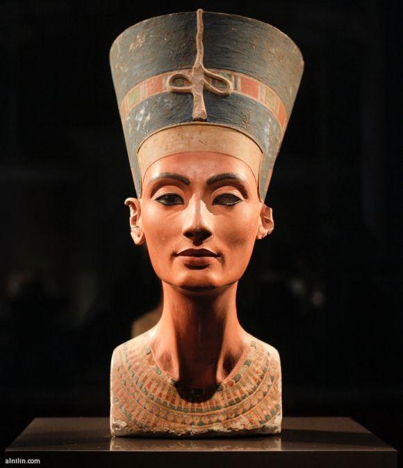 تمثال نفرتيتي - الحسناء الفرعونية