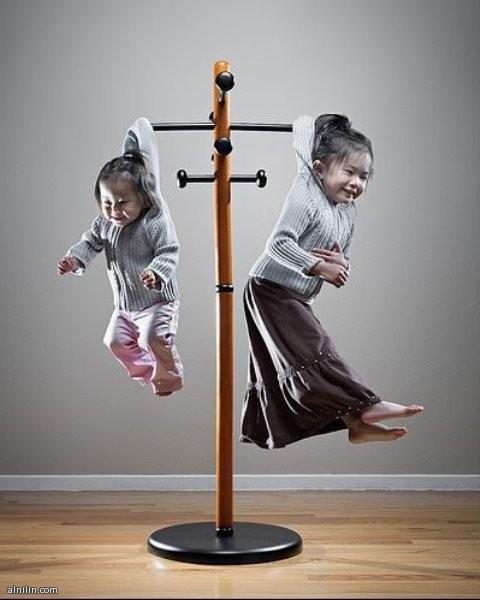 اذا ازعجك ابنائك كثيراً ؟ اليك الحل الشماعة الجديدة لتعليق الاطفال المزعجين
