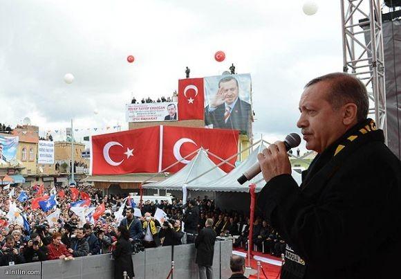 """رئيس الوزراء التركي، """"رجب طيب أردوغان"""": """"الحزب الحاكم يضع جميع العصبيات القومية تحت الأقدام"""""""