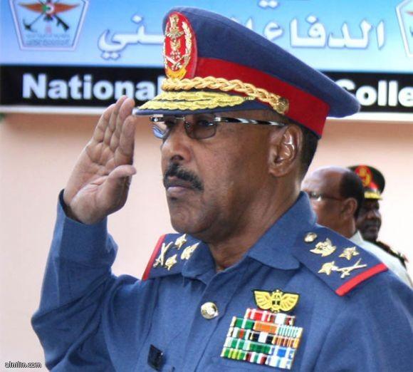 الفريق أول ركن مهندس عبد الرحيم محمد حسين وزير الدفاع السوداني يعلن عن تحرير مدينة أبوكرشولا - مايو 2013م