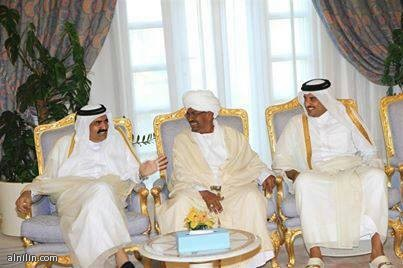 البشير مع أمير قطر الجديد الشيخ تميم ووالده الأمير السابق الشيخ حمد بن خليفة - يونيو 2013م