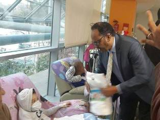 """رجل الأعمال السوداني """"الخندقاوي"""" يتبرع لمستشفى سرطان الأطفال 57357 بالقاهرة -نوفمبر 2014"""