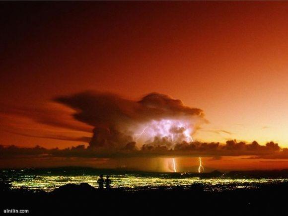 تشكيل مجموعة من السحب المكفهرة في مشهد كلاسيكي مصحوبا بالبرق - أريزونا ـ أمريكا