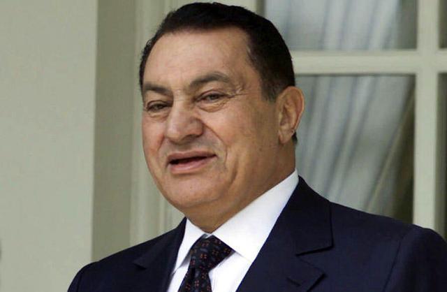 """حسني مبارك كان يضرب المسئولين """"بالشلوت"""""""