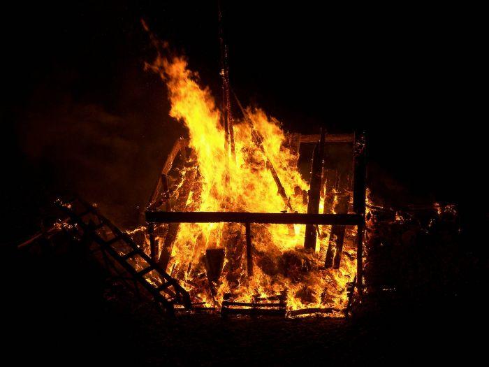 الدفاع المدني يسيطر على حريق بمستوصف مودة الطبي